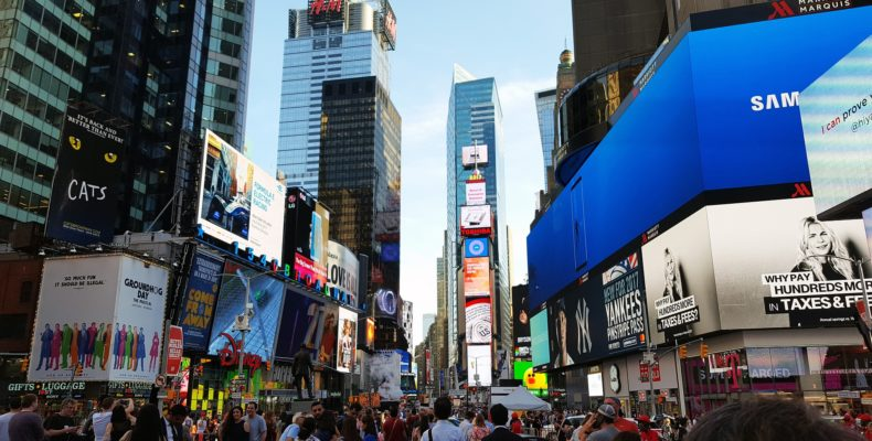 Der Broadway in New York bei Tag
